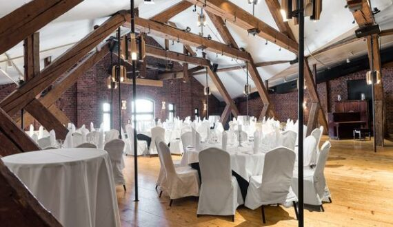 Banquet-sali pyöreät pöydät