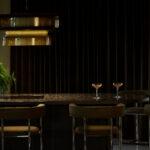 Bar Suo_buffet pöytä ja isot valaisimet