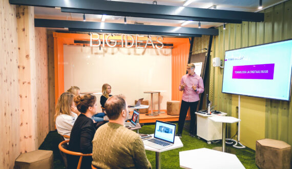HUONE_Kamppi_Container Room_Presentation_people_1